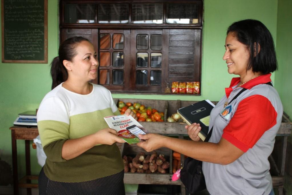 Paciente e Agente de saúde em Marechal Deodoro fazendo campanha de saúde