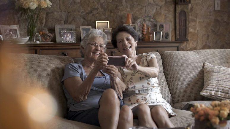 Vovogglers do itau são exemplo do uso de tecnologia pela terceira idade